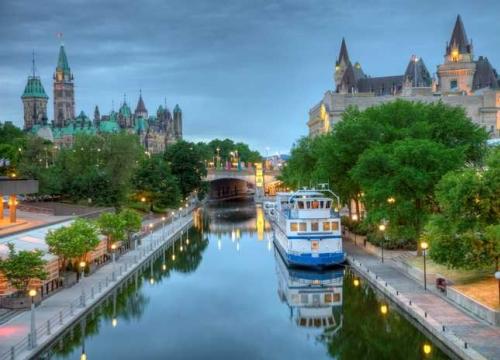 Vé máy bay đi Canada bao nhiêu tiền?