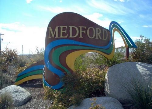 Vé Máy Bay Đi Mỹ Giá Rẻ Đến Medford